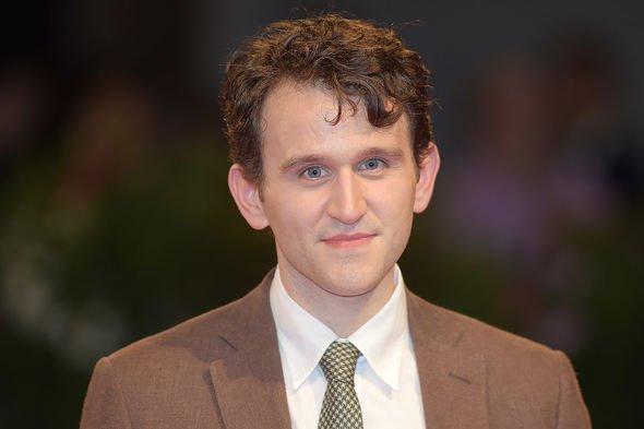 Harry Melling, o Duda, será Edgar Allan Poe em novo filme da Netflix | Ordem da Fênix Brasileira