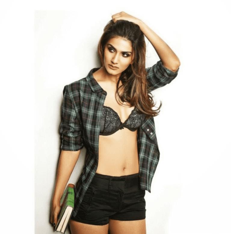 Vaani Kapoor Bollywood Tollywood Filmy Actress In Bikini Sexi HD Wallpaper Photo Images
