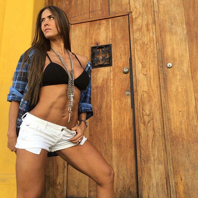 Tatiana Ussa Girardi Photos