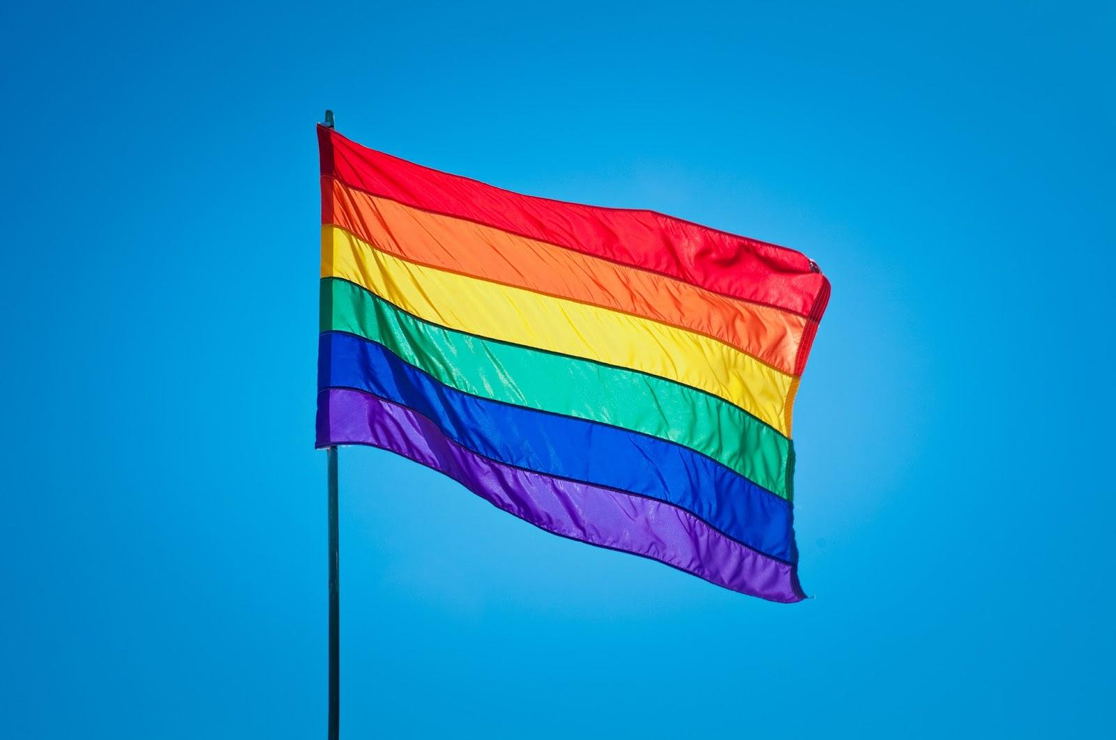 A história por trás da bandeira arco-íris, símbolo do orgulho LGBT