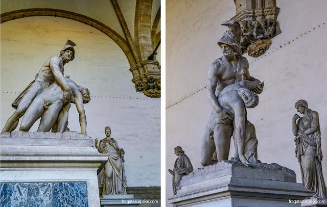 """Escultura """"Menelau e Pátroclo"""" na Loggia dei Lanzi, em Florença"""
