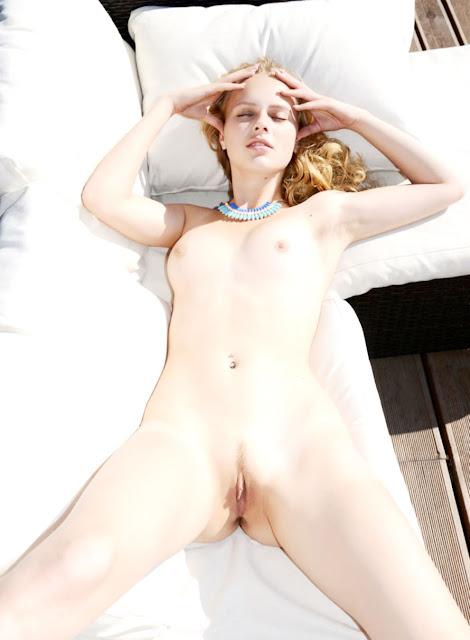 eroticaxxx.ru Эротический натюрморт (Angelika) D эротика Met Art) (18+)