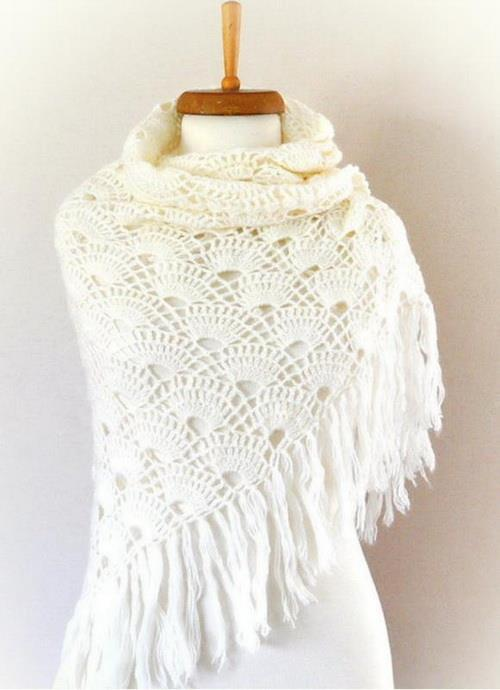 easy crochet shawl - shell stitch triangle shawl