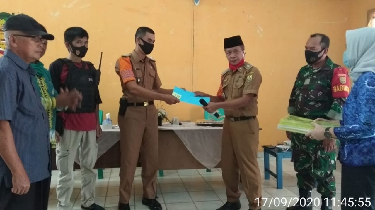 Babinsa Kelurahan Rajabasa Raya Koramil 410-06/KDT Kodim 0410/KBL menghadiri kegiatan Serah terima Jabatan PLT Lurah Rajabasa