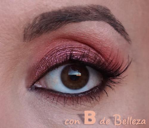 Maquillaje tonos rojizos morados con pestañas Ardell