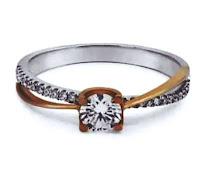Cincin pertunangan berlian
