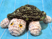 http://www.allcrafts.net/crochetsewingcrafts.htm?url=web.archive.org/web/20130113122311/http://www.fortheloveofyarn.com/Issues/Spring06/patterns/spring06_seaturtle.shtml