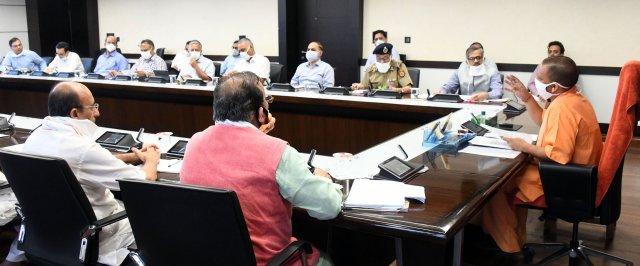 संवाददाता, Journalist Anil Prabhakar.                                                                                               www.upviral24.in   मुख्यमंत्री योगी ने कोरोना संक्रमण तथा वर्षा ऋतु में संचारी रोगों के प्रसार के दृष्टिगत स्वच्छता के सम्बन्ध में प्रभावी कार्यवाही करने के निर्देश दिए