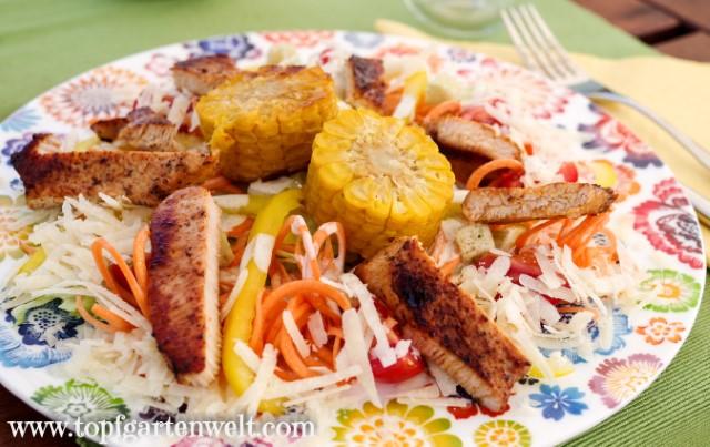 Caesar Salad mit gegrilltem Hähnchen ohne Ei und ohne Mayo - Foodblog Topfgartenwelt