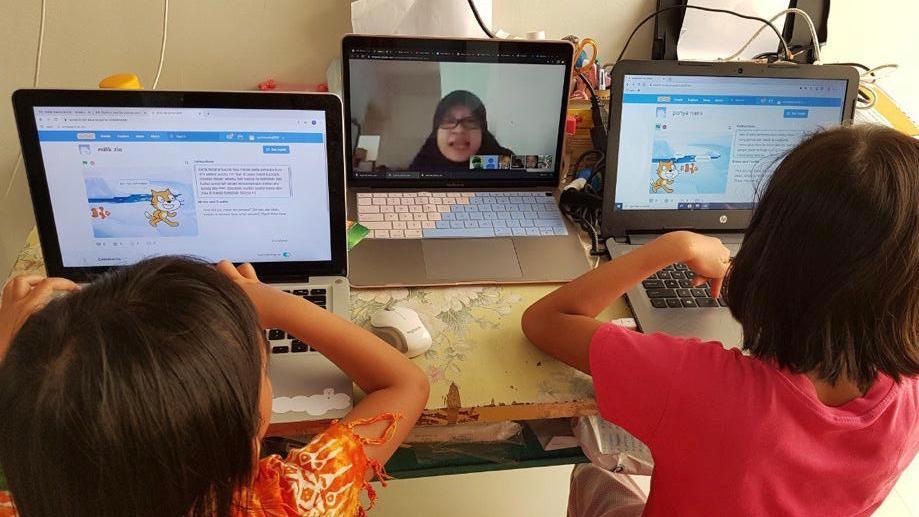 kelas online ayo bermain coding bersama heni prasetyorini dengan google hangout