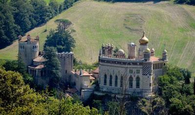 Luoghi belli da vedere in Emilia Romagna - gite e vacanze in provincia di Bologna - La Rocchetta Mattei