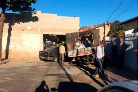 Caminhão desgovernado da Prefeitura se choca contra muro em Andradas,MG