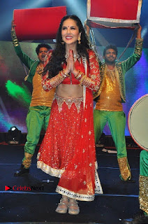 Bollywood Actress Model Sunny Leone Dance Performance in Red Half Saree at Rogue Audio Launch 13 March 2017  0087.jpg