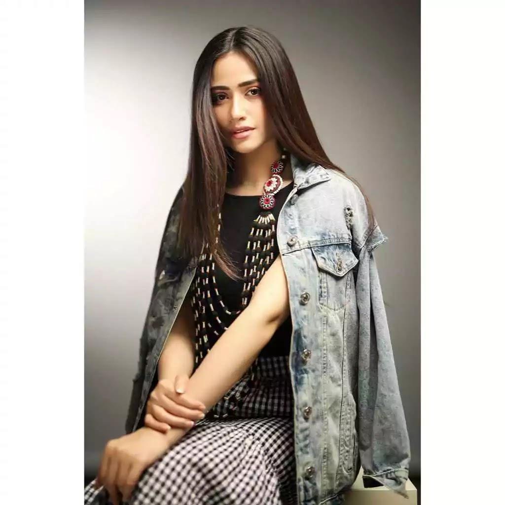 Latest Clicks of Sana Javed With Husband Umair Jaswal