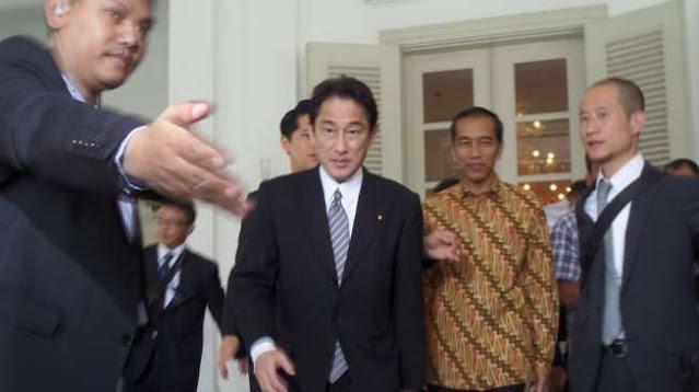 Fumio Kishida Calon Kuat PM Baru Jepang, Siapa Dia?