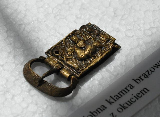 Muzeum w Cedyni - ekspozycja artefaktów - sprzączka