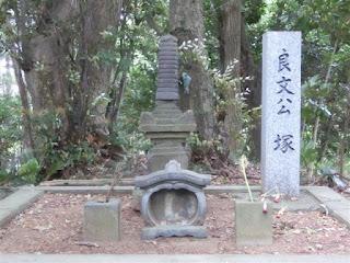平良文の墓