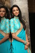Priyashri sizzling at Majnu audio-thumbnail-19