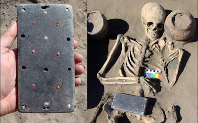 """Ένα αρχαίο… """"iphone"""" ανακαλύφθηκε σε ανασκαφή στη Σιβηρία"""