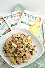 Inspired by one of my favorite sushi rolls, this Spicy Tuna Roll Quinoa Salad makes the perfect quick & easy lunch idea.