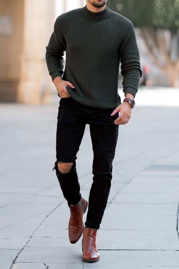 Roind neck with jeans outfit combinations.