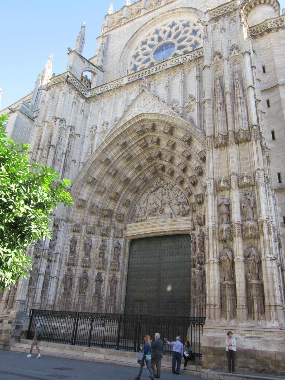 Sevilla historia arte y turismo la puerta de la for Puerta 6 del autodromo