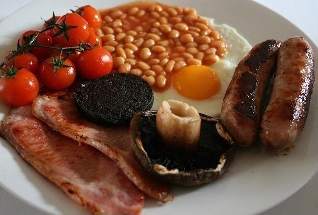Desayuno con morcilla huevos y leche - 2 6