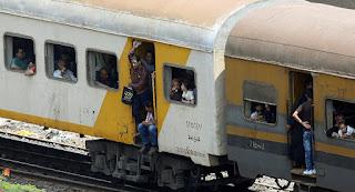 """مصرع شاب وإصابة آخر """"أجبرا"""" على القفز من قطار أثناء سيره في مصر بسبب التذاكر"""