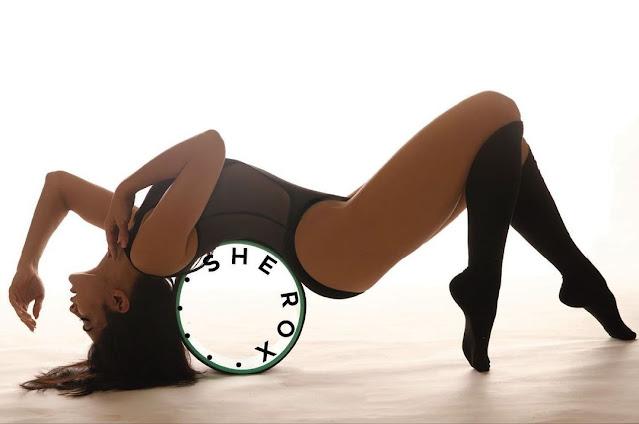 jacqueline-fernandez flaunt her sexy figure black monokini