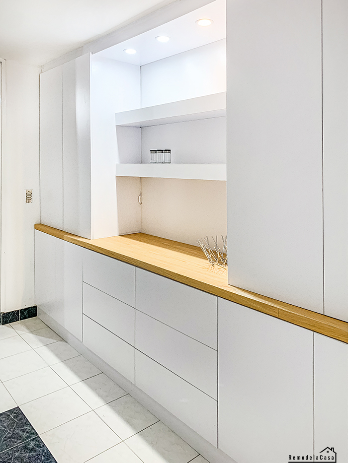 Built-in unit in dining room