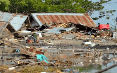 puisi sedih tentang bencana alam gempa dan tsunami.