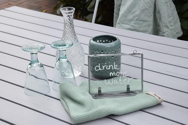 sommerliche Tischdekoration Glasrahmen Beschriftung mit  Kreidemarker