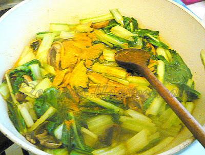 priprema šampinjona i blitve za tjesteninu
