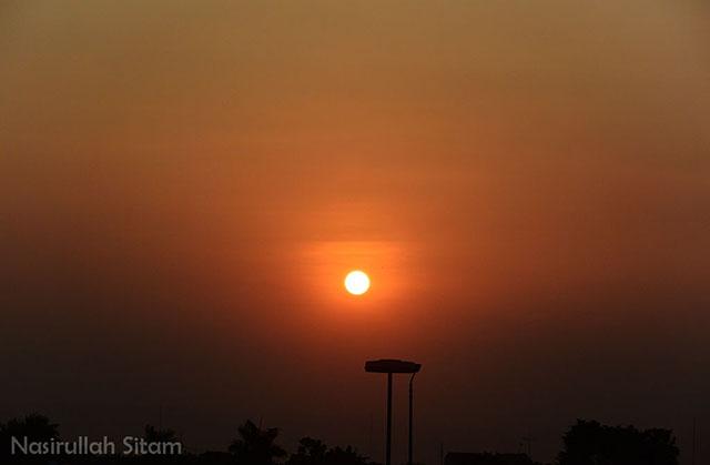Pemandangan sunset yang indah kala cuaca cerah
