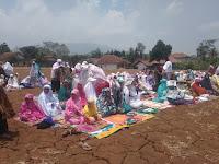 Warga Desa Puteran Melaksanakan Sholat Istisqo