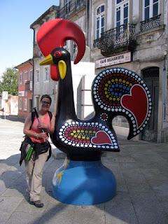 GAlinho de Barcelos e peregrina de Santiago