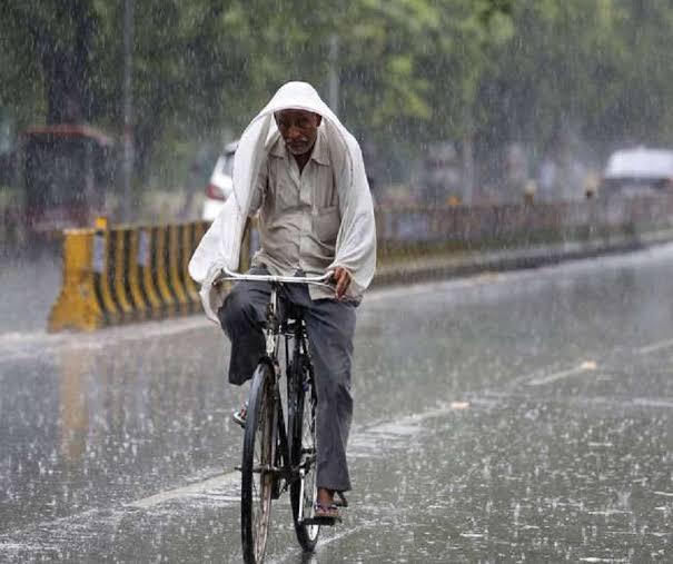 Weather Update: নিম্নচাপের ভ্রূকুটি, ঝোড়ো হাওয়া-বৃষ্টিপাতের সতর্কতা জেলায় জেলায়