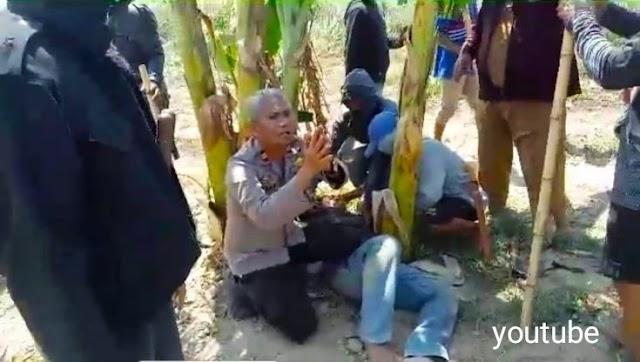 Viral!  Kapolsek Berlutut Memohon Belas Kasihan Demi Selamatkan Korban Amuk Massa