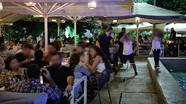 Νέο ωράριο και δεδομένα στη διασκέδαση από σήμερα - Τι ισχύει για μπαρ, εστιατόρια, θέατρα