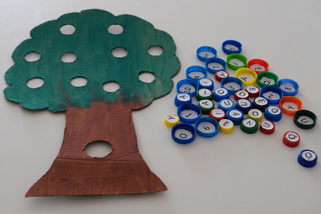 Drzewko edukacyjne- kolory, samogłoski i cyfry
