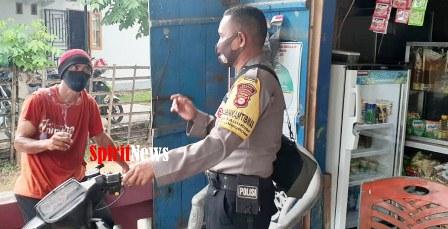 Bhabinkamtibmas Laguruda Polsek Mapsu Polres Takalar, Sambangi Warga Ditengah Covid-19