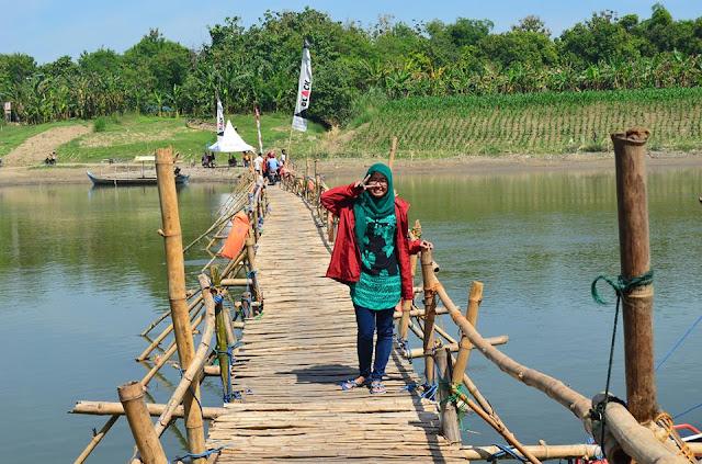 Jembatan Bambu Tambangan - Trucuk, Bojonegoro_Photo by Lya Ulya Lya
