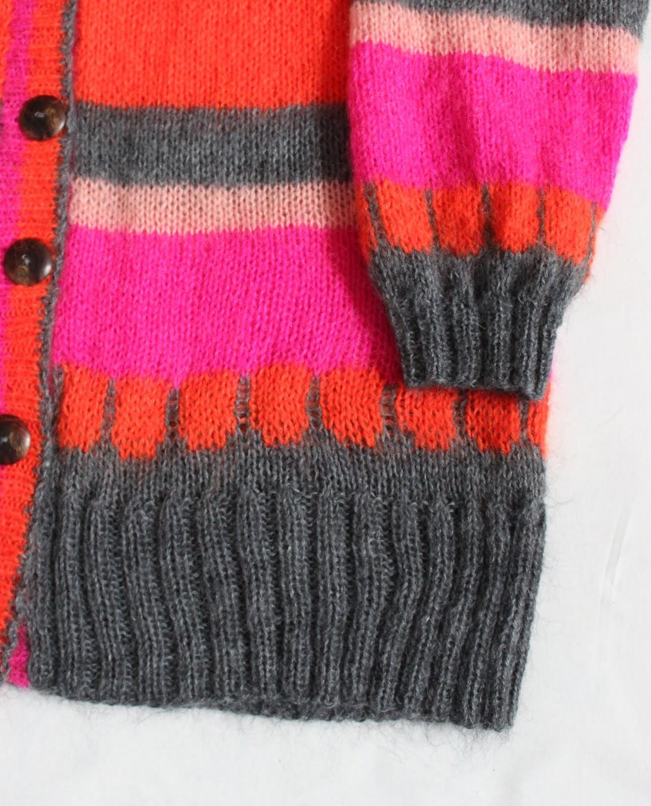 cb43e1de Denne tunika er også strikket i garn fra CeWeC