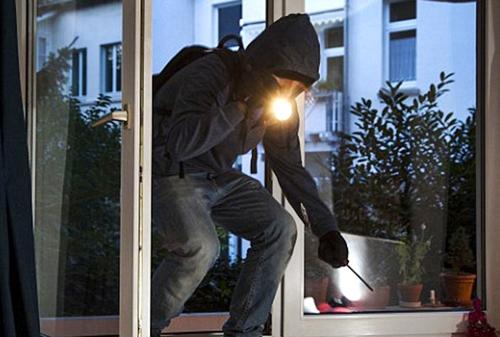 أكادير : سرقة 26 مليون من منزل مسنة، والتحقيق في النازلة يقود إلى الكشف عن حقائق مثيرة، و توقيف العصابة المتورطة.