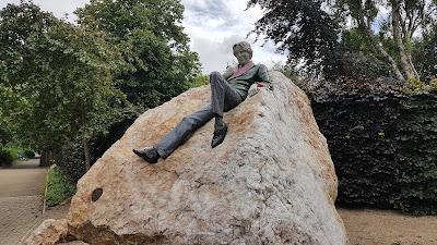 l'uomo nella roccia