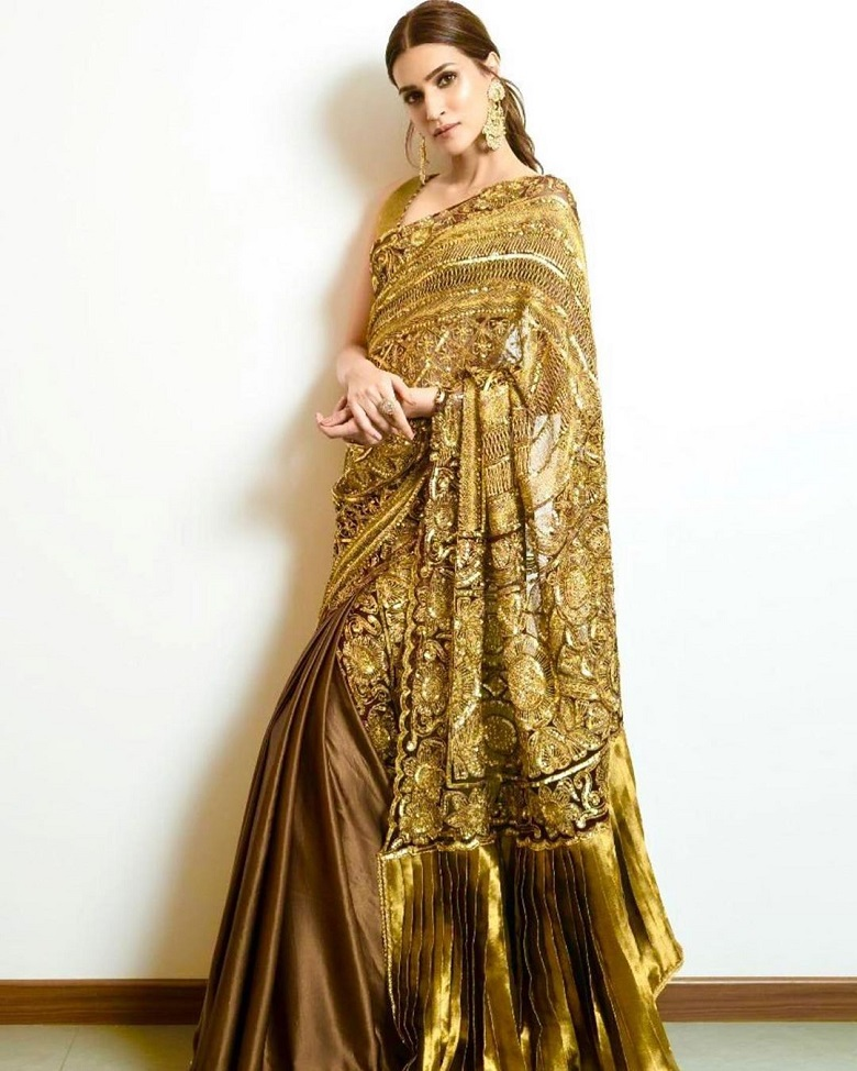 Kriti Sanon in Manish Malhotra Designer Saree - Gold is Gold! - Boxofficeindia, Box Office India, Box Office Collection, Bollywood Box Office, Bollywood Box Office