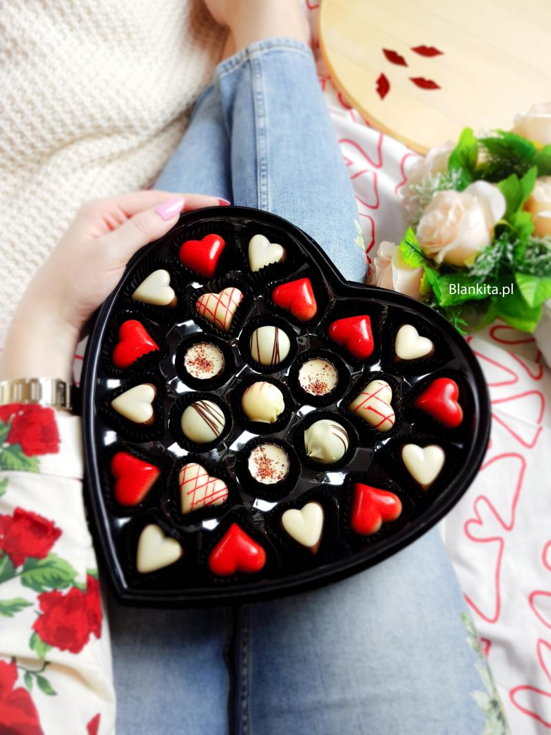 mount blanc, belgijskie pralinki, pralinki, czekoladki, serce, welurowe serce, bombonierka, walentynki, prezent
