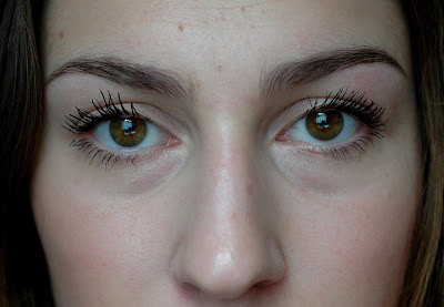 L'Oréal Brow Artist Plumer Medium/Dark Tragebild