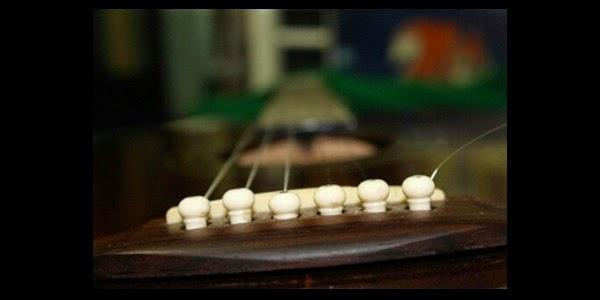 Cara Merawat Senar Gitar Akustik, Elektrik dan Bass