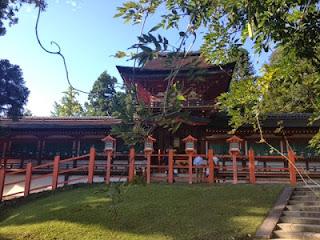 l'ingresso rosso del tempio